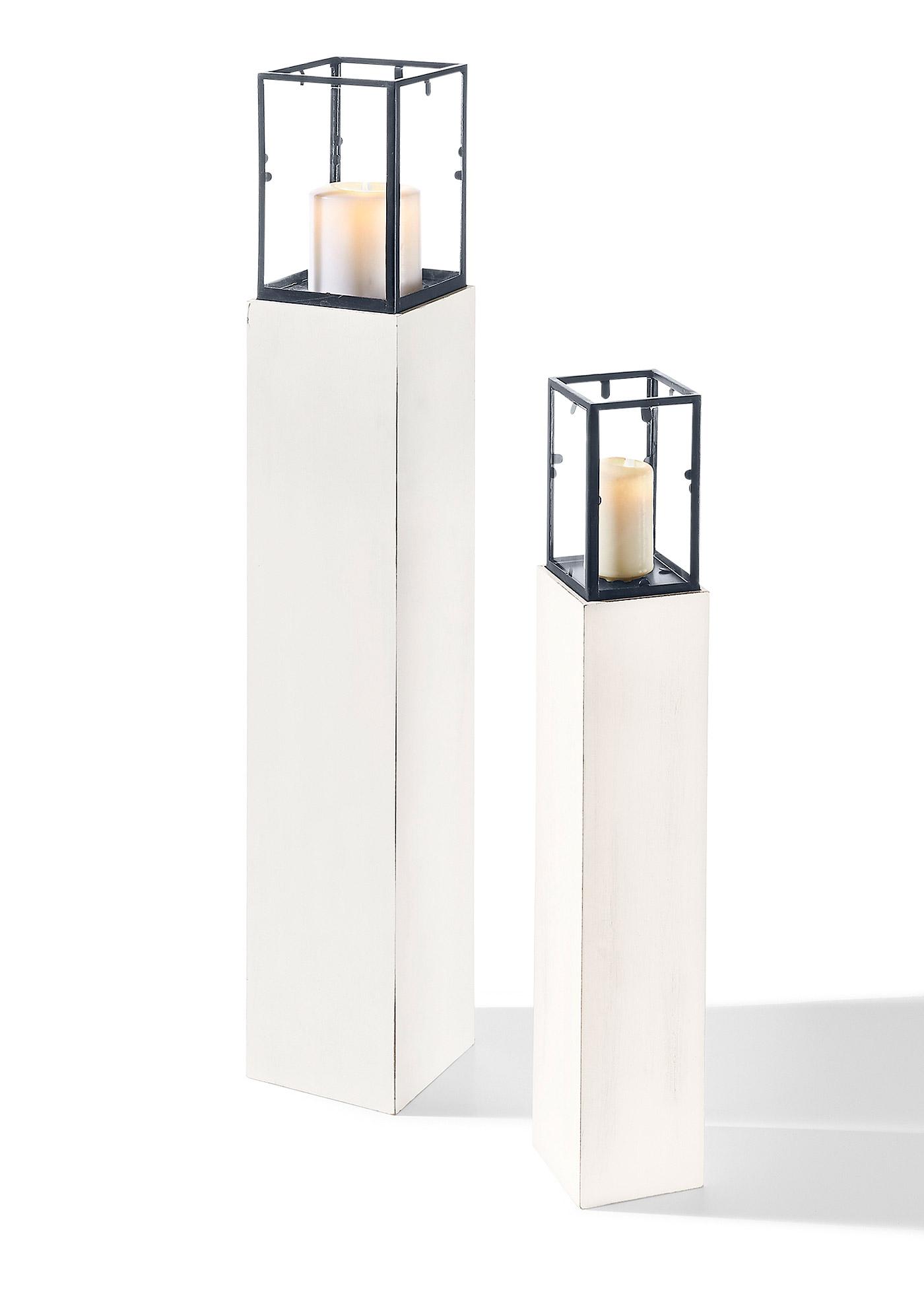 Prachtige windlichten in country stijl in een fraaie set van 2 houten standaard in antiek wit - Afneembaar huis ...