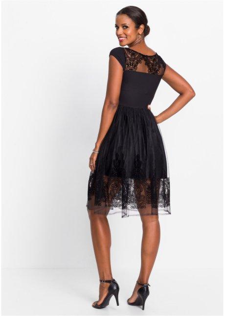 Zwarte jurk voor bruiloftgast